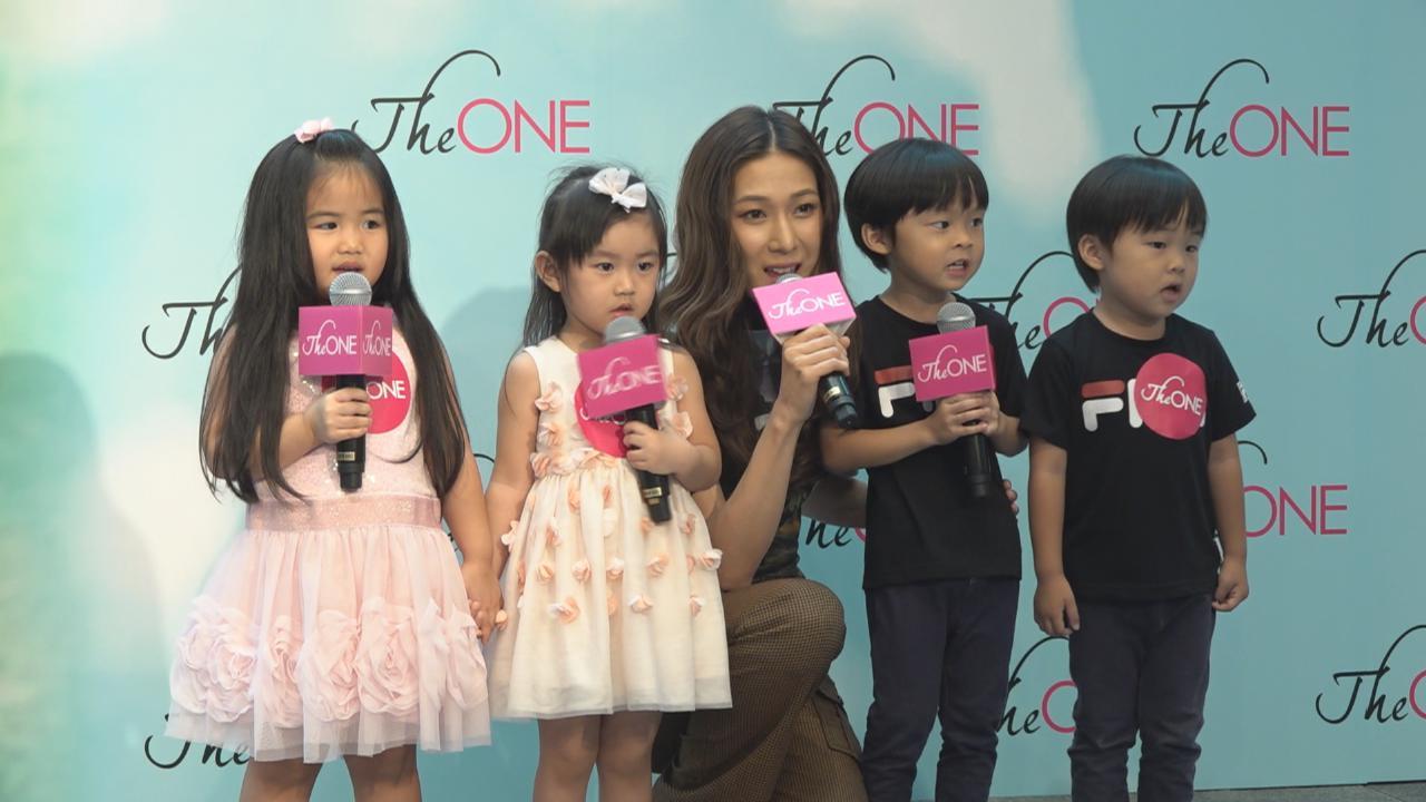 (國語)鍾嘉欣返港宣傳新歌 活動上與小朋友合唱