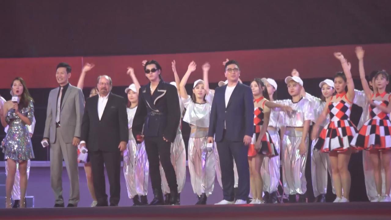 (國語)吳亦凡北京出席活動 以復古新造型大秀說唱功力