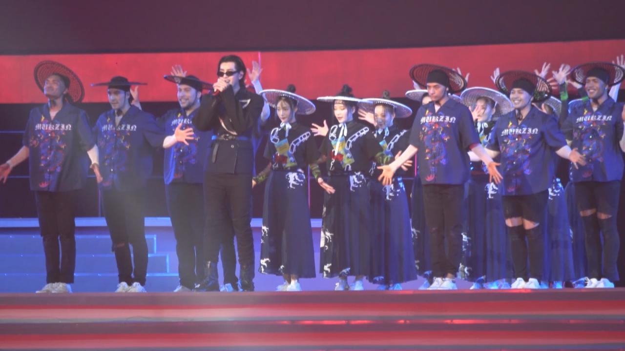 吳亦凡北京出席活動 以復古新造型大騷說唱功力