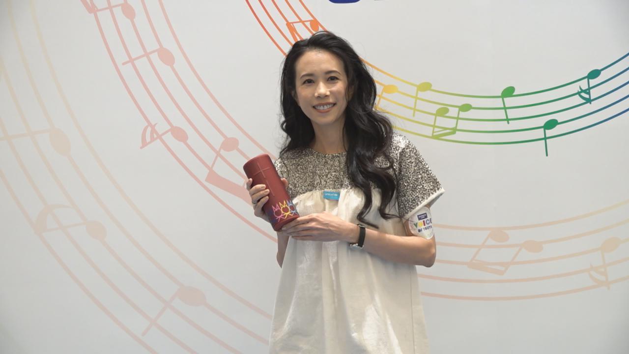 莫文蔚出席慈善藝術展 為設計揚聲器發揮創意