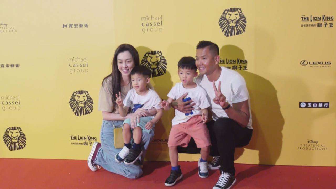 (國語)范瑋琪一家到場觀賞音樂劇 陳建州解釋難以控制兒子原因