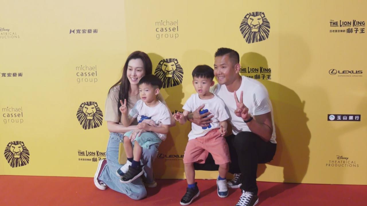 范瑋琪一家到場觀賞音樂劇 陳建州解釋難以控制孖仔原因