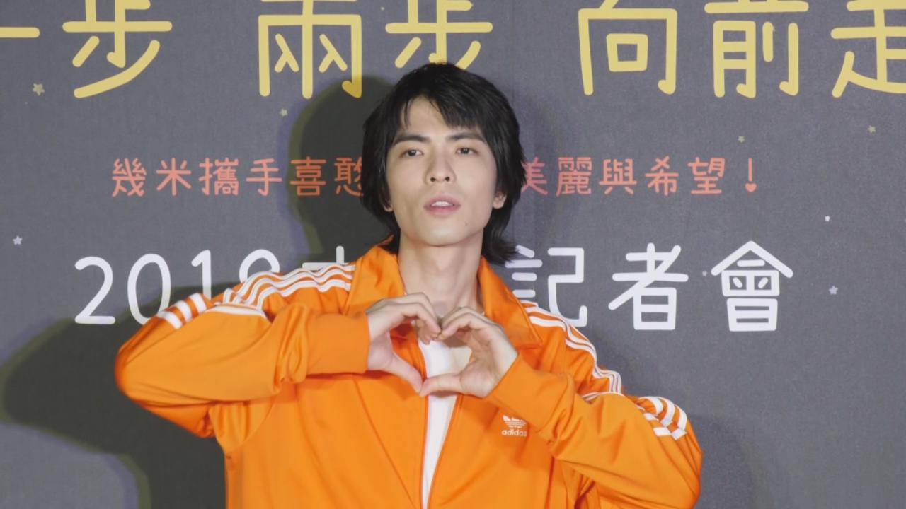 蕭敬騰推廣慈善月餅 與製餅青少年一同高歌