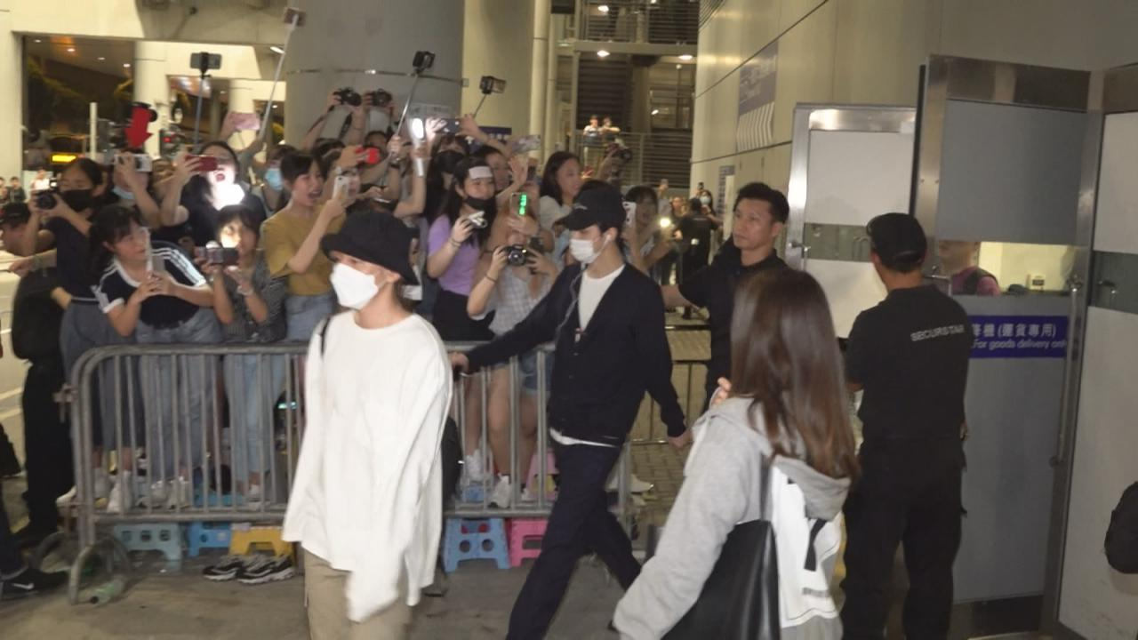 EXO來港舉行巡演香港站 獲大批粉絲熱情接機