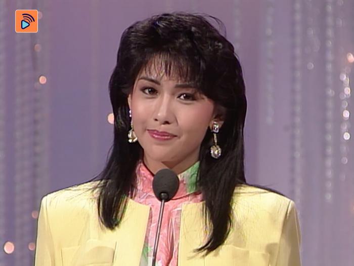 1987年準決賽 邱淑貞示範飲蘋果汁甜美樣子