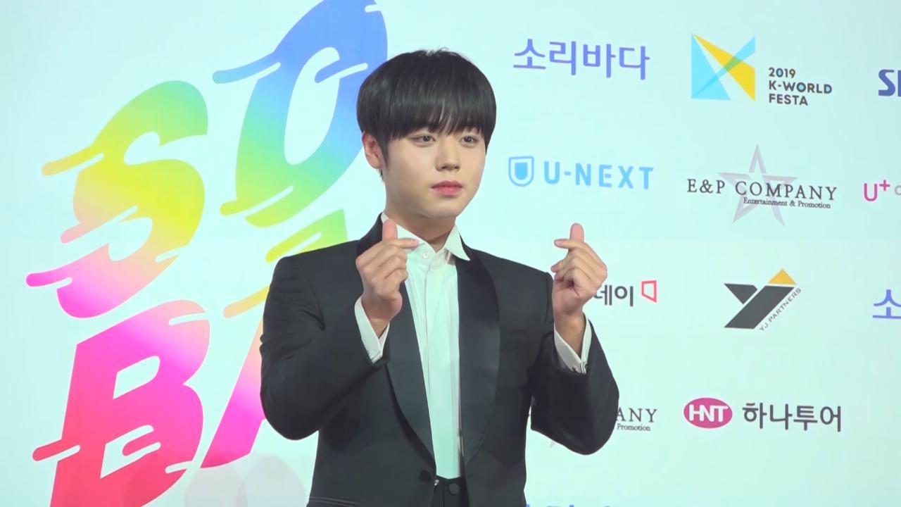 WannaOne頒獎禮上再度同台 朴志訓單飛出道成績優異