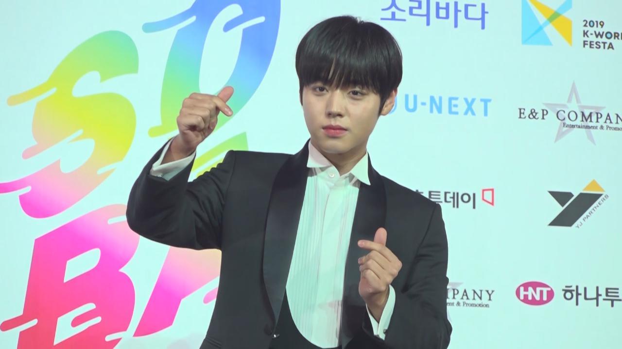 (國語)Wanna One頒獎禮上再度同台 朴志訓單飛出道成績優異