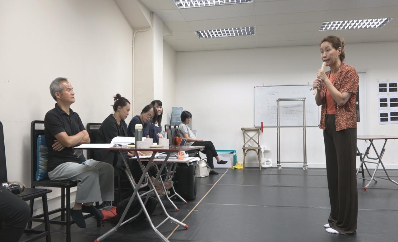 孖唐貝詩為舞台劇綵排 葉童透過演出提高演技