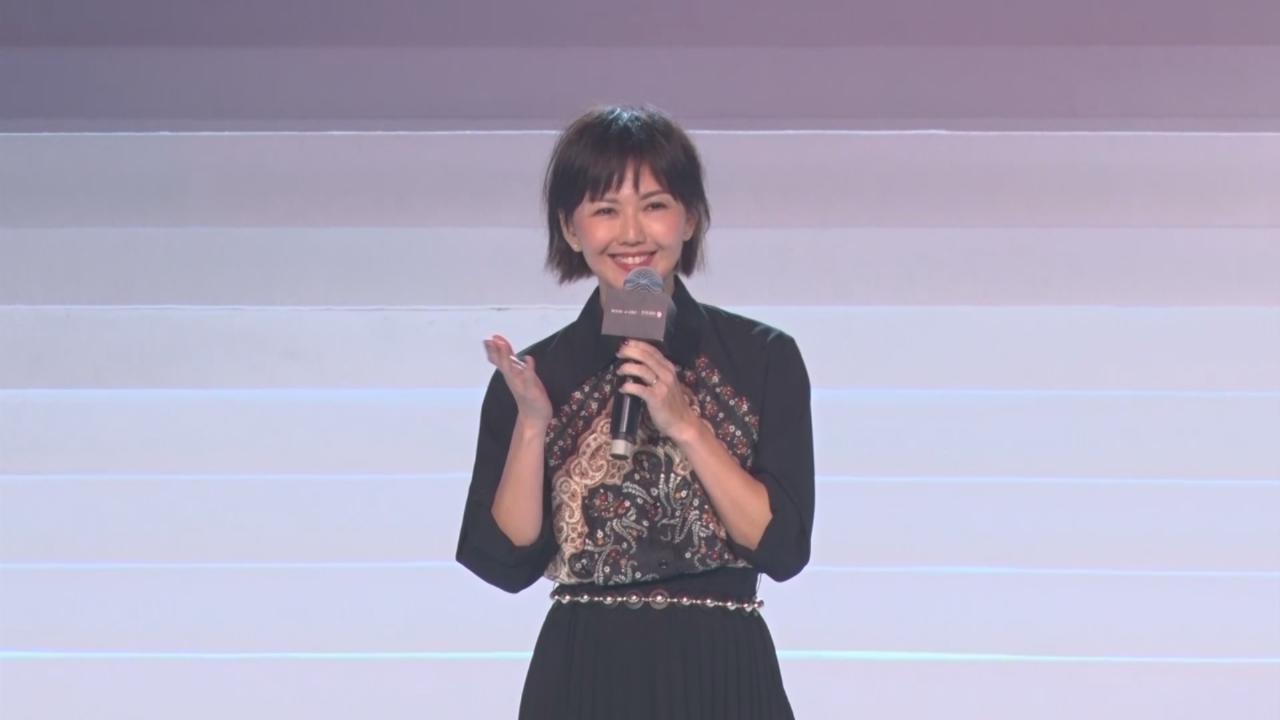 孫燕姿亮相上海時裝騷 分享明年工作大計