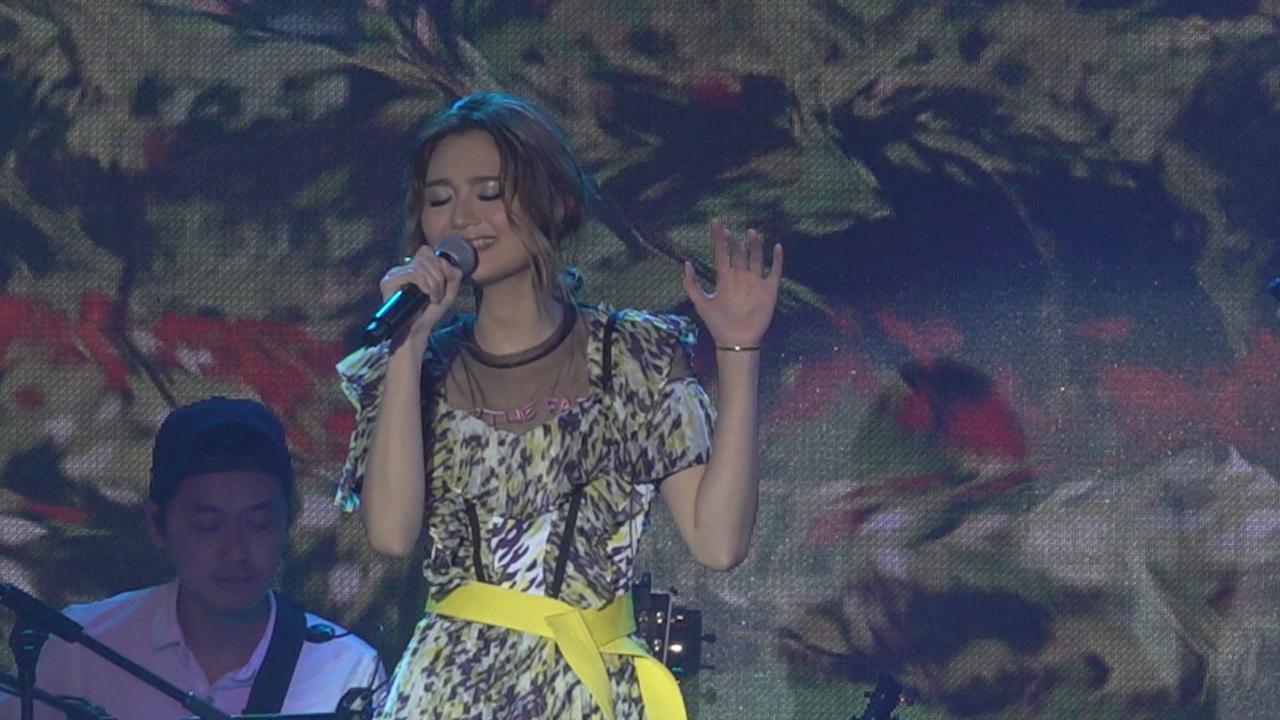 黃妍處女個唱舉行 自彈自唱多首歌曲