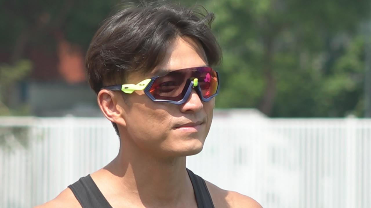 (國語)偕姚子羚艷陽下拍攝大步走 陳山聰慶幸不用下場跑步