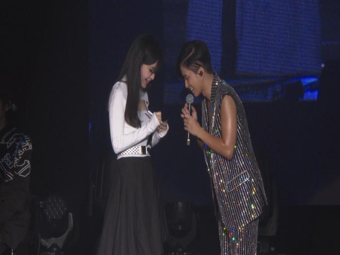張彥博驟肌演唱會 與偶像女神周慧敏合唱圓夢