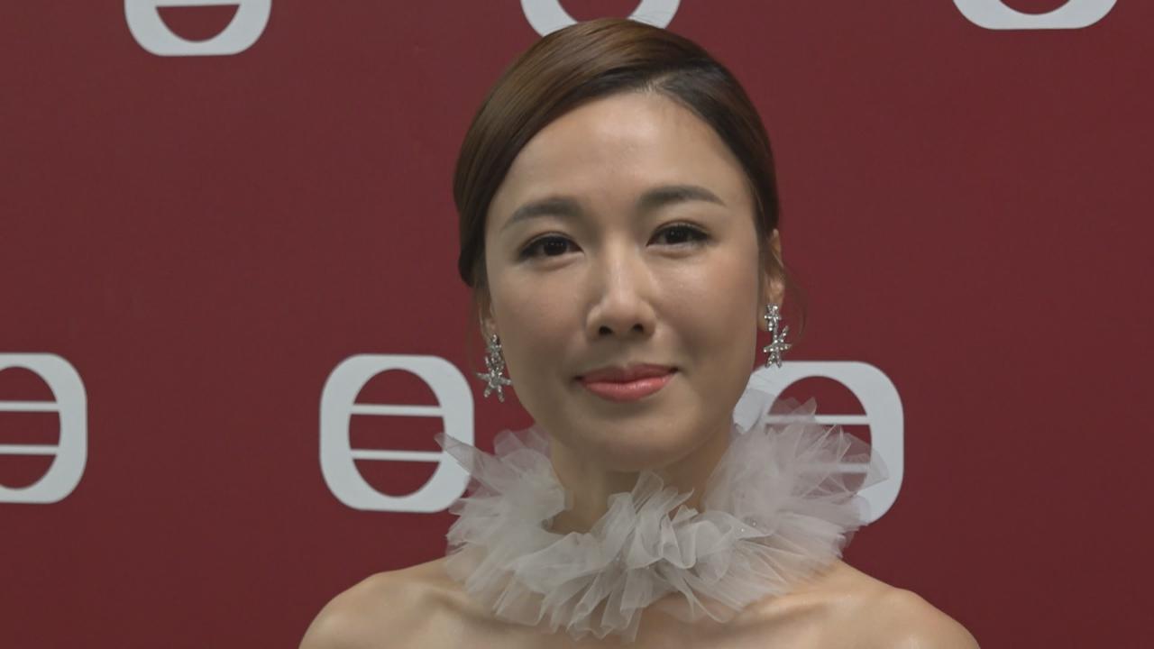與張彥博為慈善合作表演 李施嬅嘆自彈自唱有難度