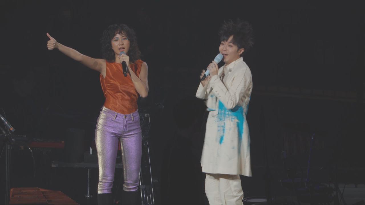 吳青峰舉行小巨蛋演唱會 獲靈魂女聲9m88驚喜現身