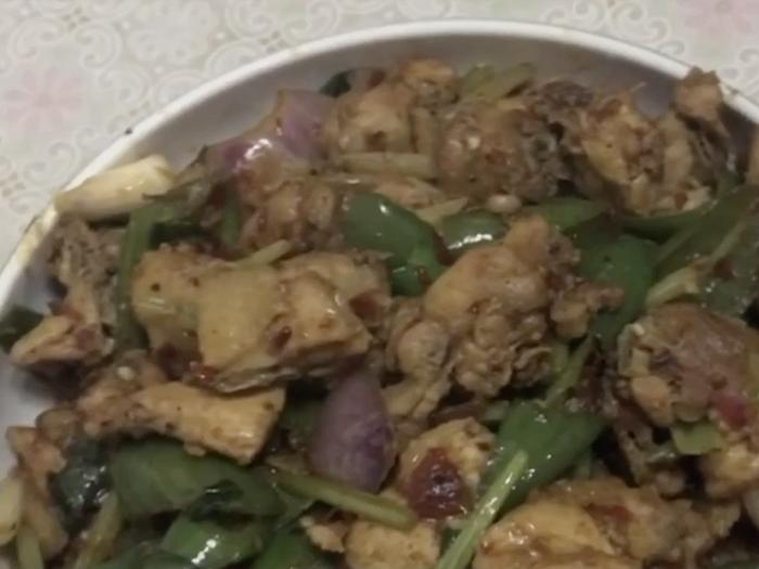 【辣子雞】酥香惹味,風味小菜餸飯一流