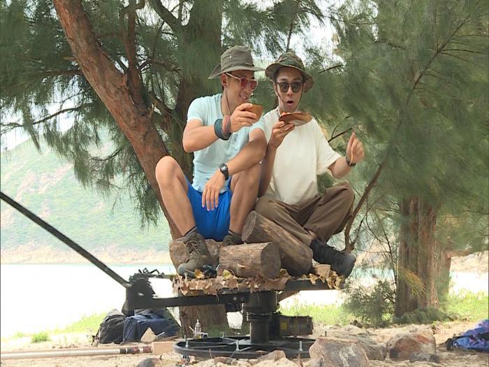 兩個小生去camping 袁偉豪周柏豪拍出男男真感情
