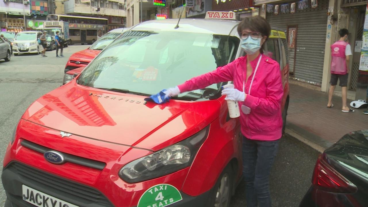 (國語)謝雪心義助消毒計程車車廂 呼籲市民外出做好防疫措施