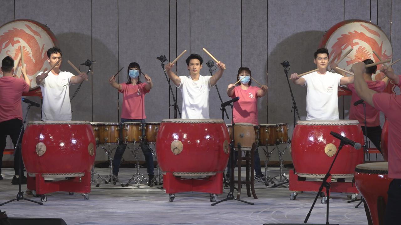 參與慈善音樂會大騷鼓技 關智斌自嘲終有機會回饋社會
