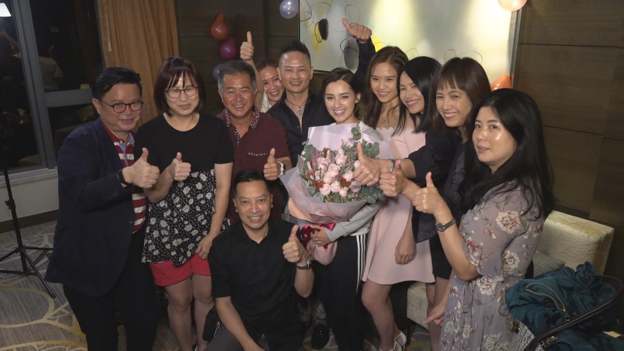 2020香港小姐競選圓滿落幕 出爐冠軍與家人慶祝