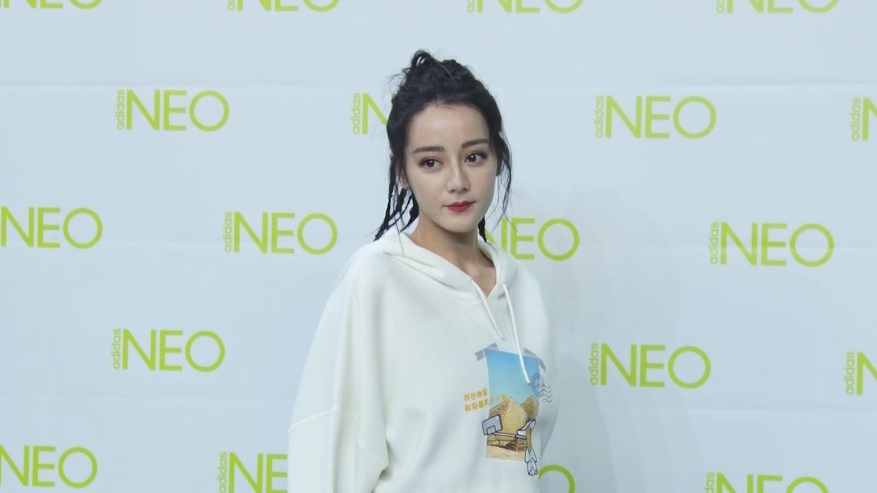 (國語)現身上海出席活動 迪麗熱巴分享穿搭零感