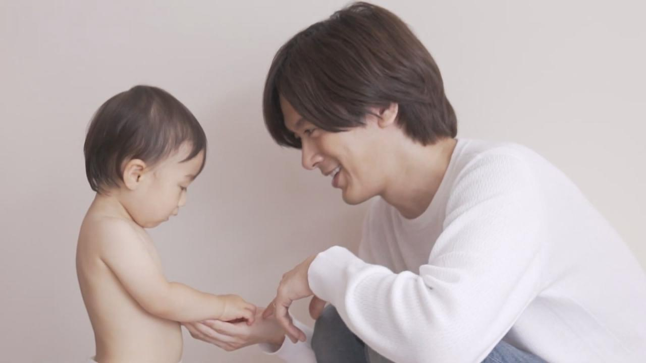 (國語)DAIGO拍攝嬰兒尿片廣告 與寶寶互動父愛滿滿