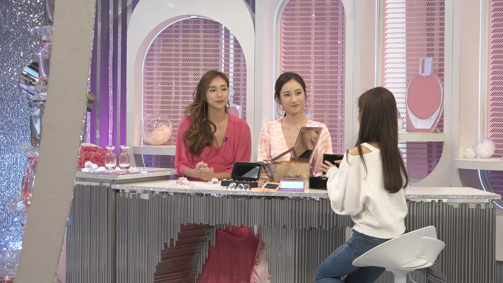 曾淑雅蔡嘉欣拍攝《姊妹淘》 興奮為各種保養化妝品開箱