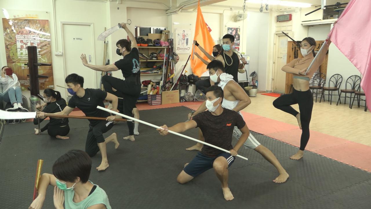 群星為歡樂滿東華2020綵排 伍允龍對直播舞刀弄劍有壓力