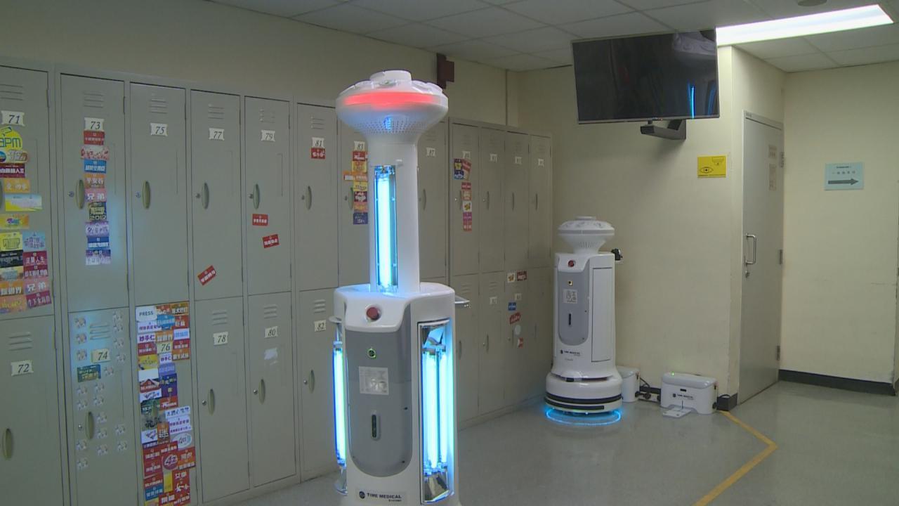 為歡樂滿東華做足防疫設施 兩智能消毒機械人負重任