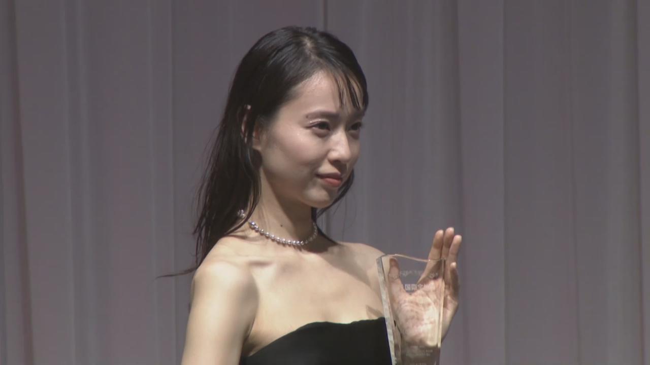 婚後首度出席珠寶獎頒獎禮 戶田惠梨香未有戴婚戒