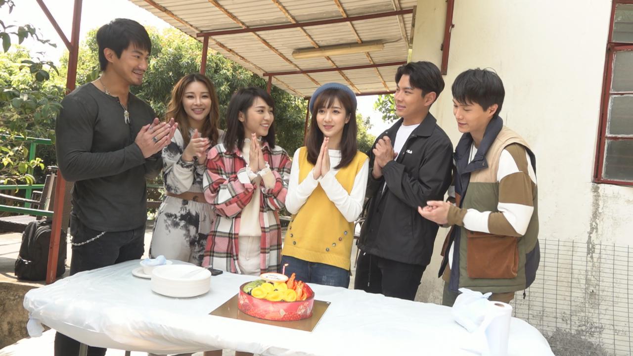 (國語)何依婷獲劇組慶生 忙拍劇簡單與家人慶祝