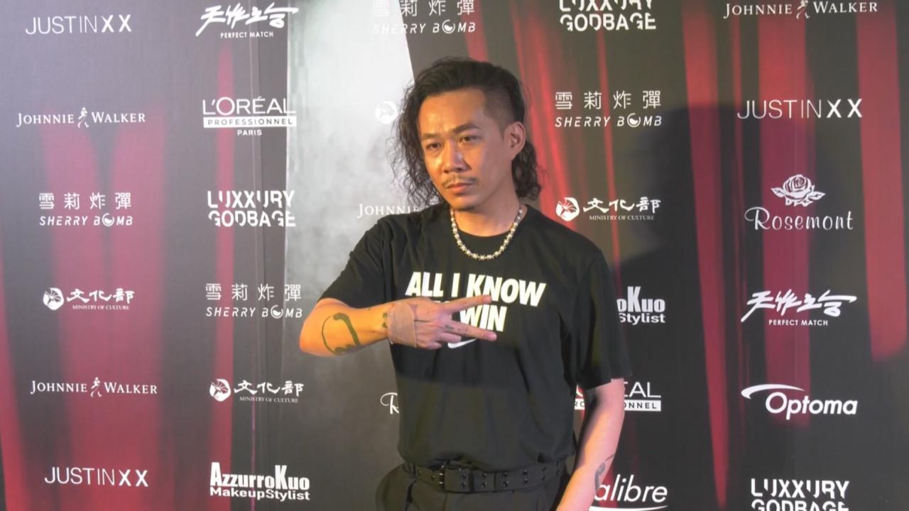 周裕穎舉行舞台劇時裝秀 透露黃子佼造型設計過程