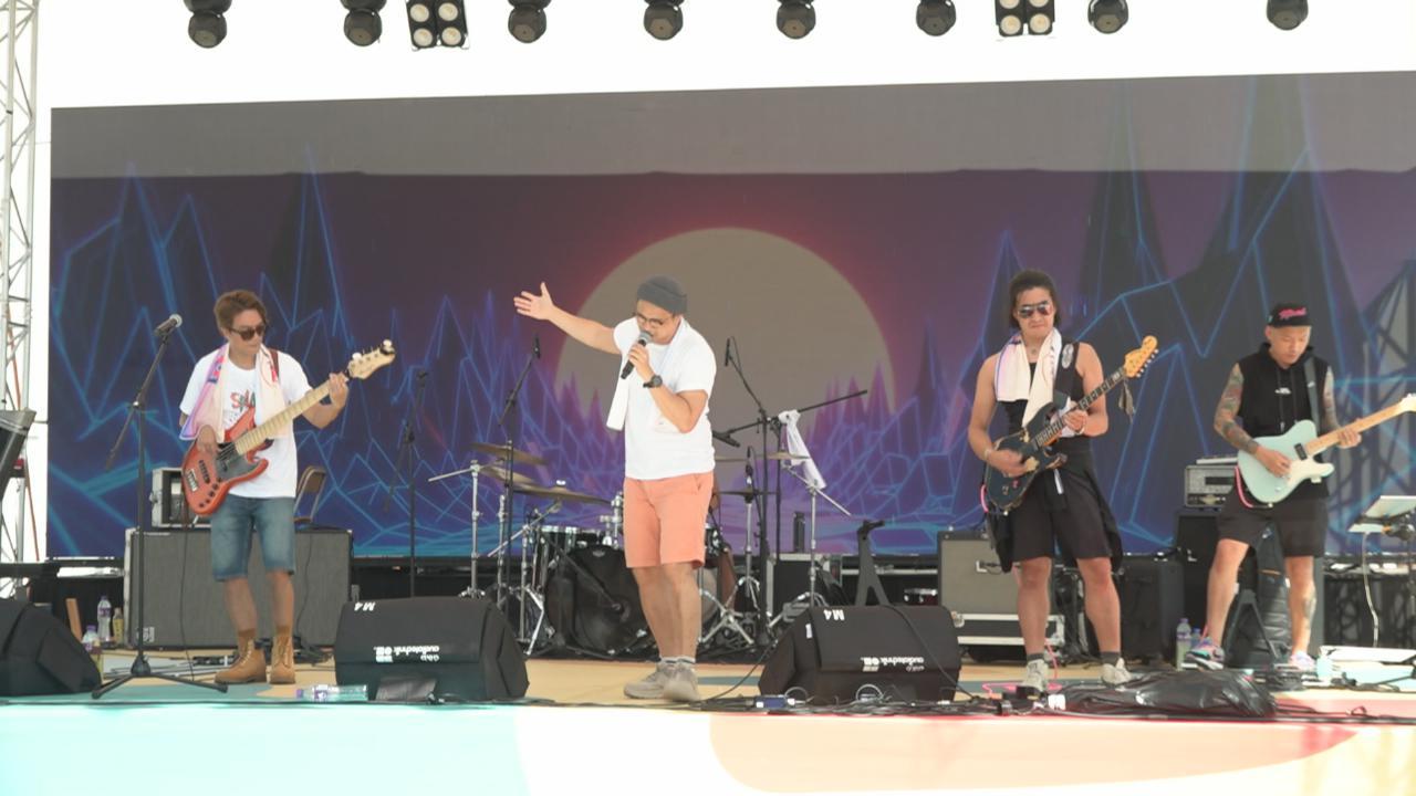 (國語)RubberBand高溫下舉行戶外演出 獲大批歌迷熱情撐場