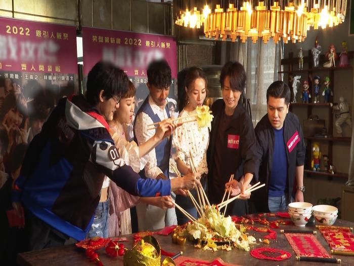 黃子華夥拍鄧麗欣合作賀歲片 齊齊「撈起」賀新春
