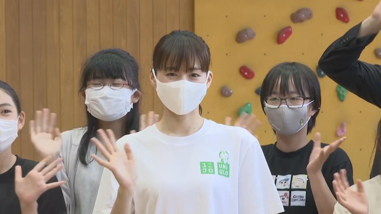 與小六學生上堂齊學習環保 綾瀨遙勾起昔日校園回憶
