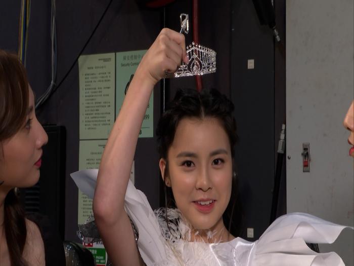 Chantel生日喜獲聲夢4小花加冕 We Miss HK套裝 小后冠