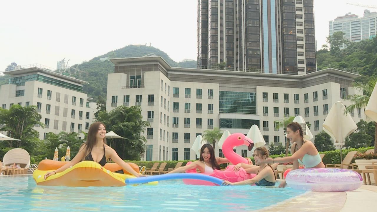 (國語)四位女神開泳池派對 久違以比基尼上陣
