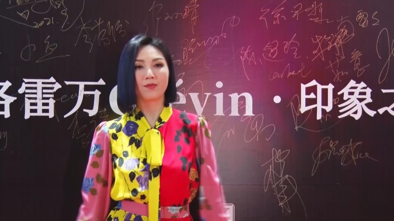楊千嬅參加內地歌唱節目 與後輩周興哲合作擦出火花